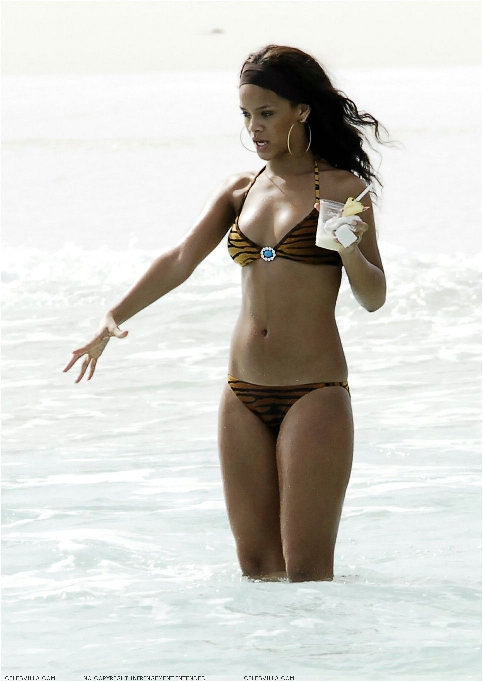 rihanna bikini and beach 0014